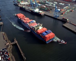 3 Tugs Handling Container Ship
